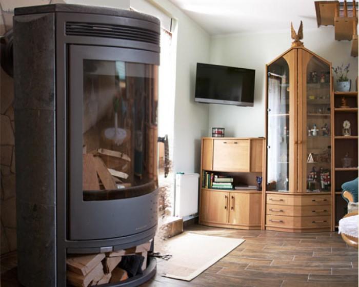 Gemütliches Wohnzimmer - Ferienhaus mit Kamin und Sauna in ...